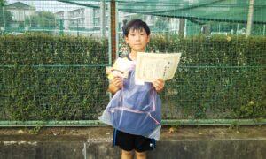 第50回 関町ローンテニスクラブ 小学生男子10歳以下優勝:折間 俊希選手